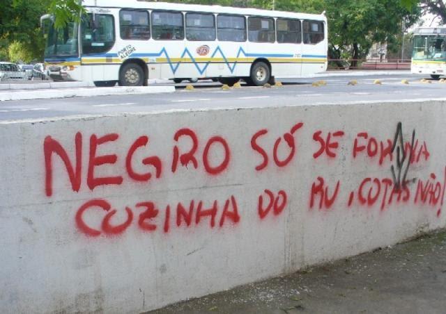 Pichação racista em Porto Alegre.
