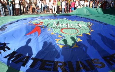 Bandeira do Movimento Nacional dos Catadores de Recicláveis, na marcha de abertura do Fórum Social Mundial de 2005, em Porto Alegre. Foto: Marcello Casal Jr/ABr