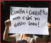 Cartazes como este eram exibidos nas manifestações da direita (Foto: Reprodução da Internet)