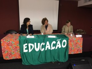 À direita professora Maria Lúcia Werneck, do Departamento de Economia (IE/UFRJ). Foto: Arquivo Evento.