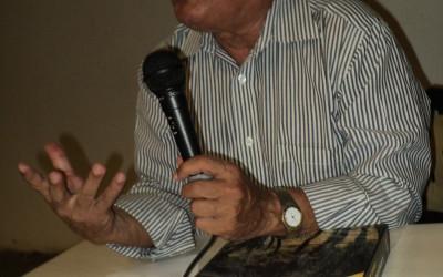 José Bezerra Lima Irmão, autor do livro 'Lampião, a Raposa das Caatingas' (Foto: Jadson Oliveira)