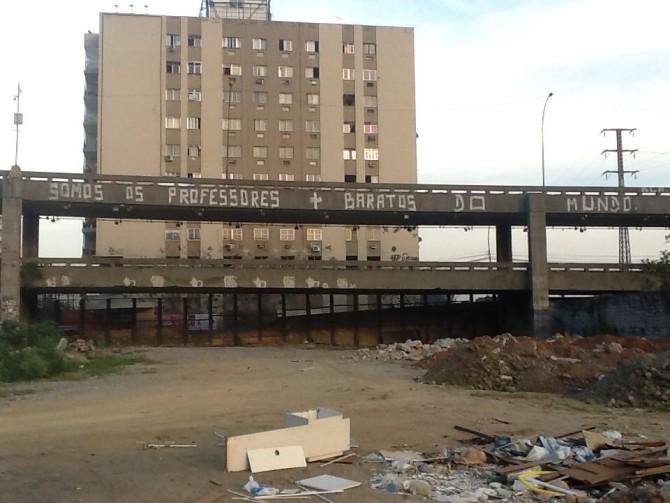 Frase de protesto do BLA ao lado do Morro da Mangueira, no Maracanã, zona norte. Foto: Arquivo BLA.