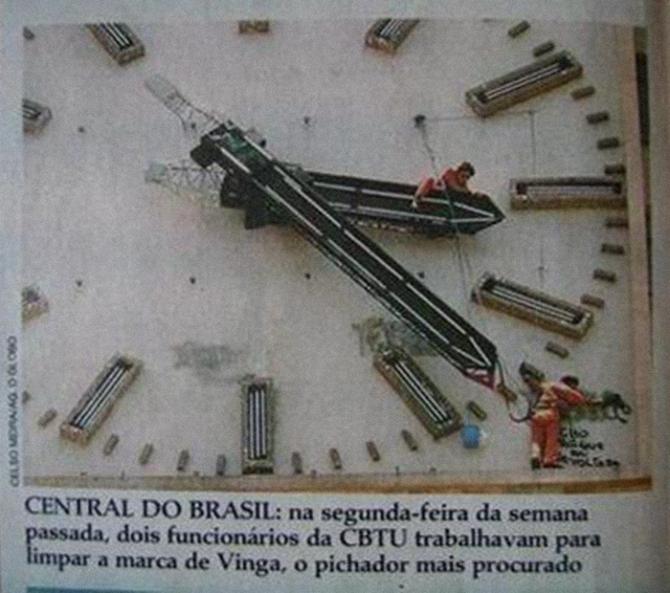Piche do VINGA no relógio da Central. Foto: Reprodução Internet.