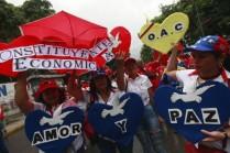 Os chavistas voltaram às ruas nesta terça, dia 23, pela paz, pela Constituinte, contra a violência da direita (Foto: site da Telesur)